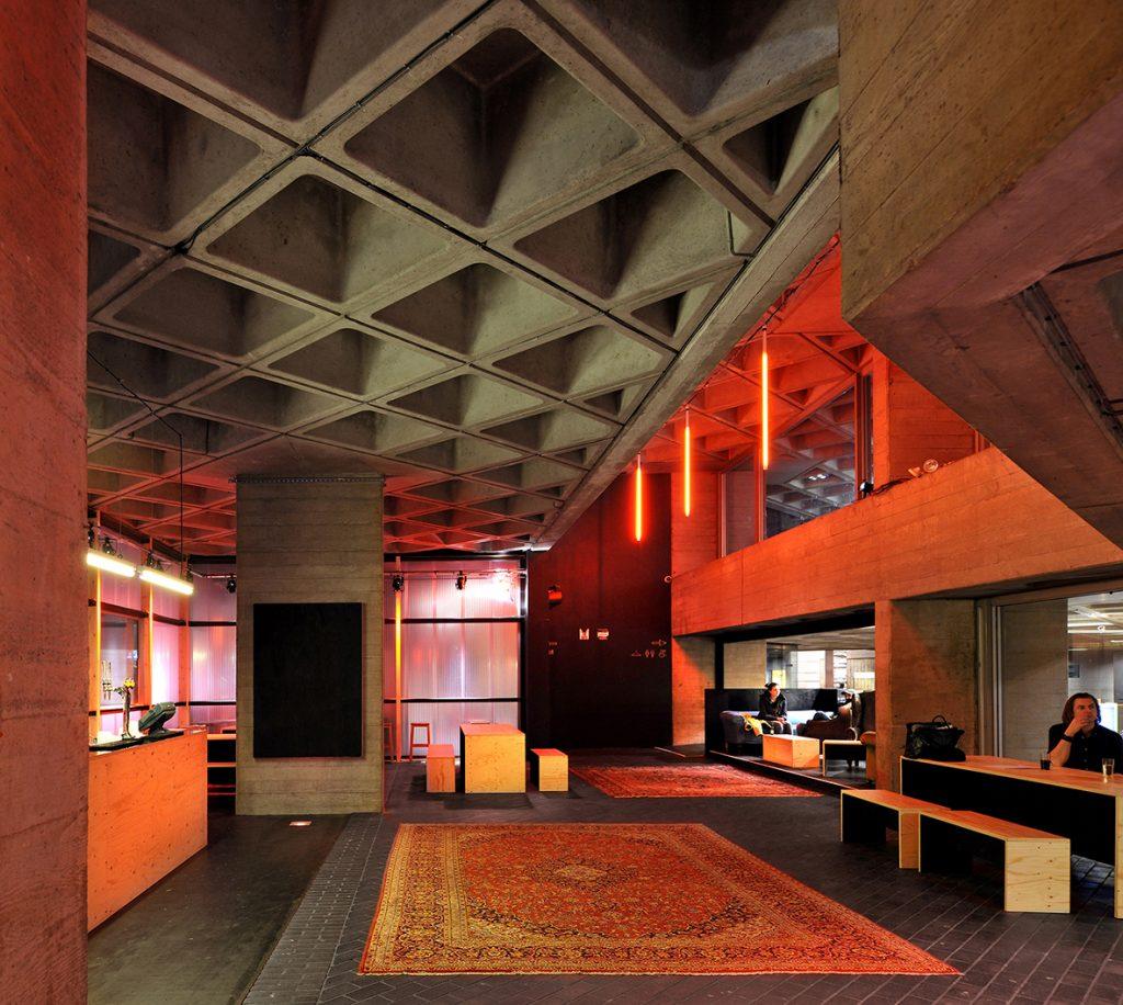 تئاتر ملی بریتانیا با سقف وافل